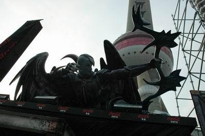 东方明珠 巨型雕塑现身永恒之塔发布会