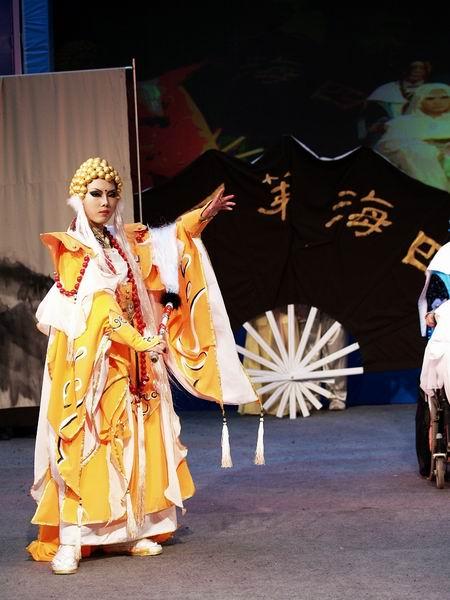 妖孽天下演绎著名木偶剧《霹雳布袋戏》