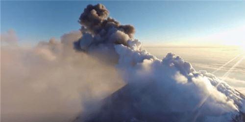 《国家地理》发布360度视频 探索最强火山