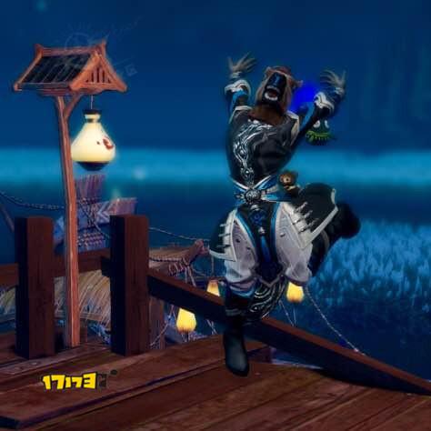 玩家晒新鲜出炉的人马座头套:表情太雷人
