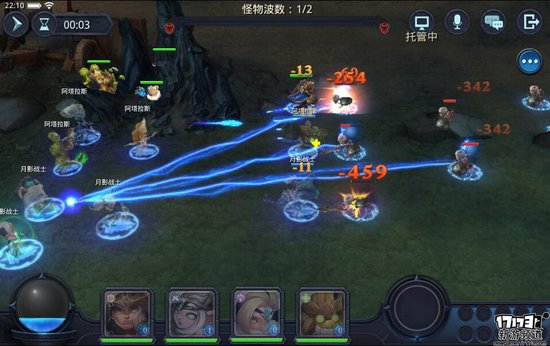 本作自操作模式上来说就与目前市场上常见的虚拟按键操作大大的不同,采用移动平台的点划操作可以说是本作最大的特点之一。游戏中玩家最多能够控制四名角色进行战斗,并且战斗的过程中采用即时制的战斗,玩家所需要进行的操作就是拖拉每一名角色进行走位以及集火攻击。  拖动选取目标   虽然该操作方式并非本作初见,并且在以往的游戏表现之中都存在有相当大的不足,由于是多角色的操作,在游戏中后期多角色的走位切换方面容易让玩家产生手忙脚乱的感觉,而本作的处理方式则是在玩家拖拉角色时将时间停止以保证玩家有足够的时间对每一名角色